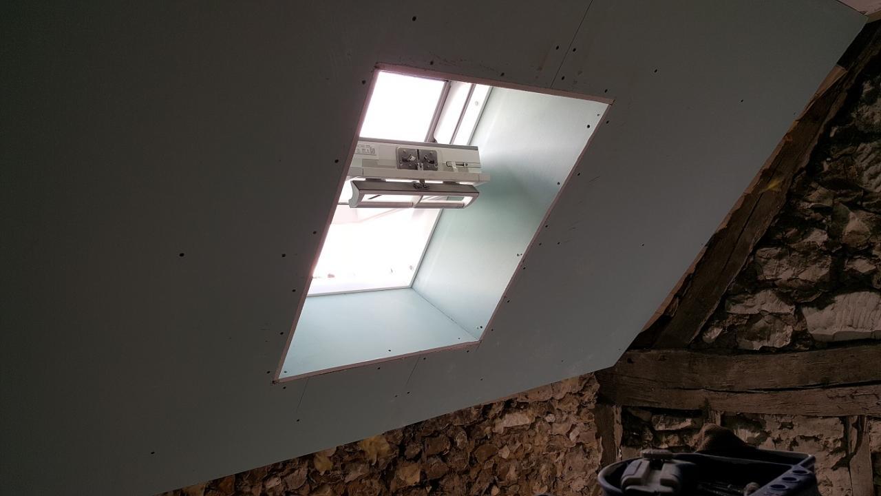 Pose De Fenêtre De Toit Charpente Avant Rénovation Reprise Façade Et